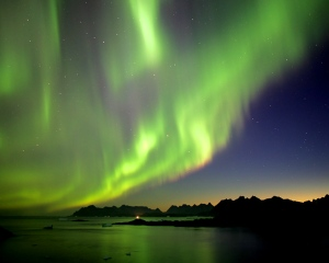aurora-borealis-northern-lights_1280x1024_159-standard[1]